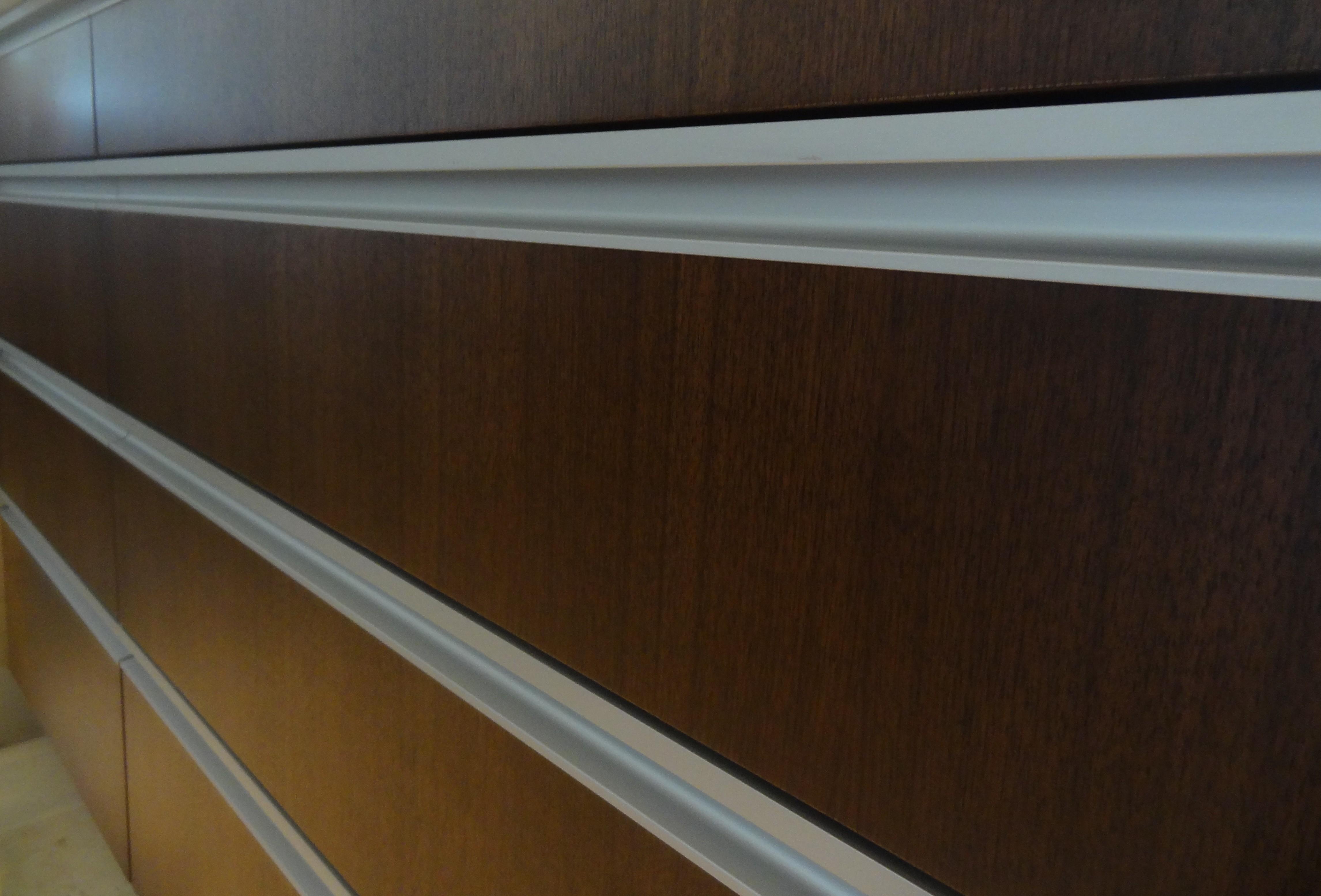Continuous Pull Handles « Aluminum Glass Cabinet Doors